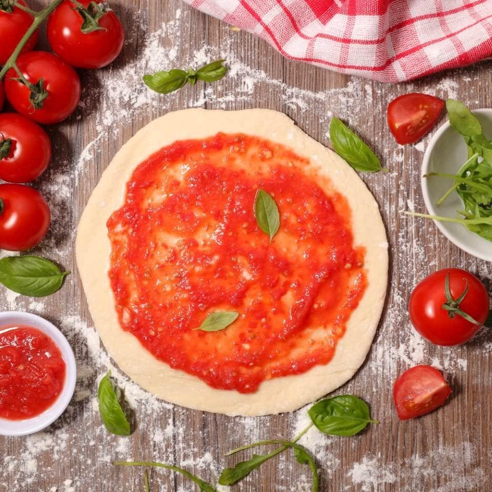 صورة لعجينة البيتزا