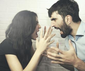زوج يتشاجران